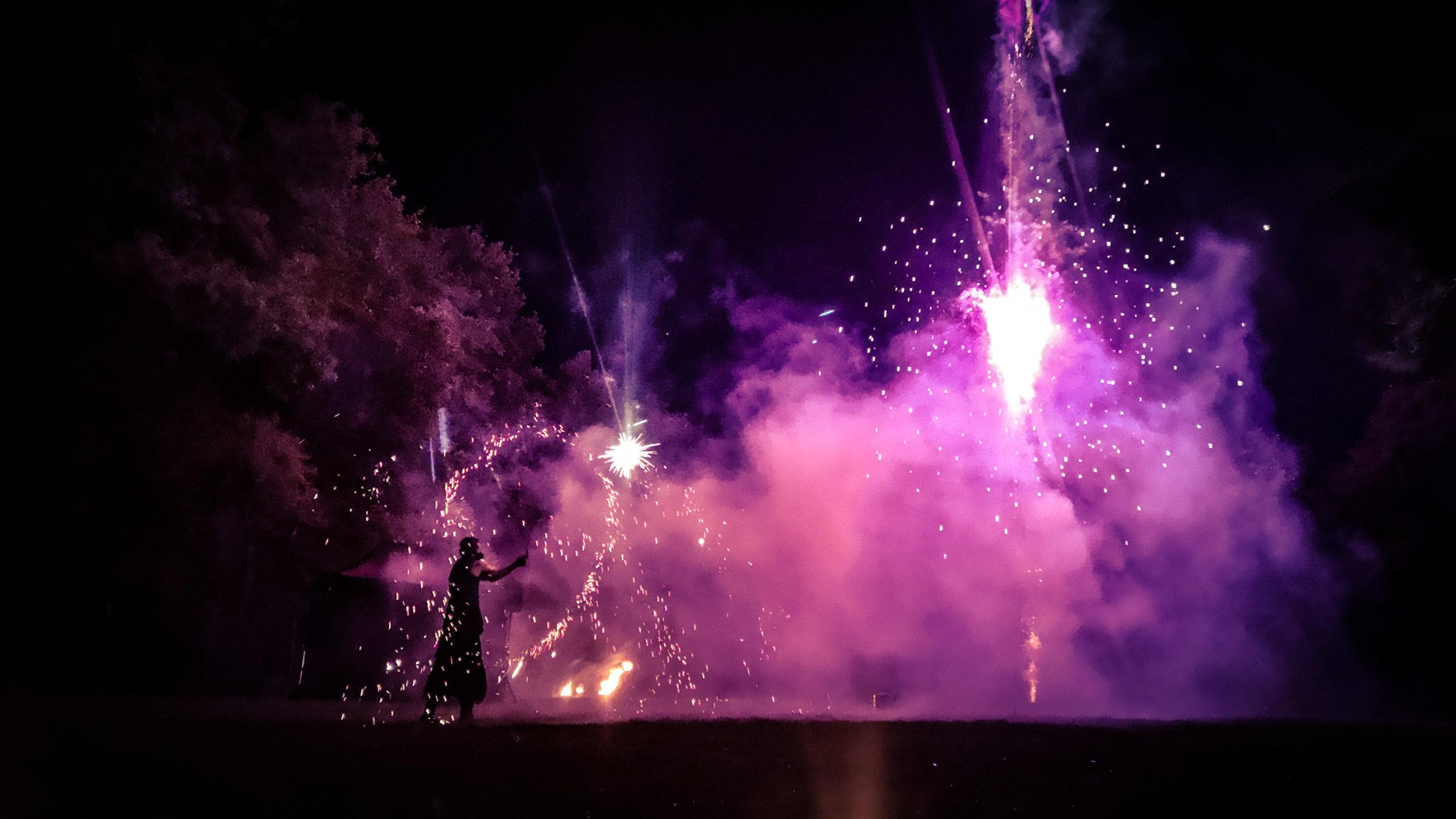 spectacle de feu,jongleur de feu, compagnie belizama, cracheurs de feu, spectacle de rue, spectacle de feu bretagne, spectacle pyrotechnique, belizama, spectacle de feu mariage, spectacle de feu médiéval